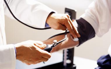 Combate contra la hipertensión arterial.