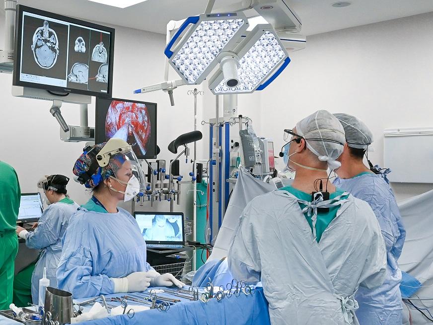 Cirugía endoscópica de base de cráneo: primeros 100 casos